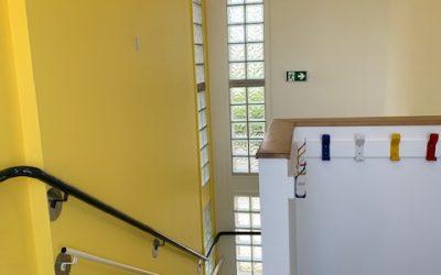 La cage d'escalier des maternelles se refait une beauté !